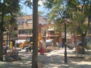 nueva plaza cervantes herencia ciudad real 3 300x225 - La nueva Plaza Cervantes de Herencia pronto finalizará sus obras