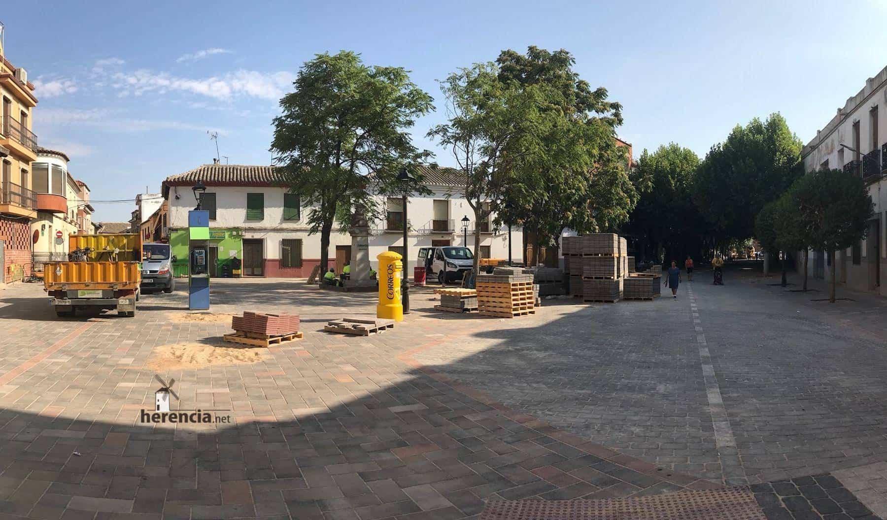 obras avenida y plaza cervantes en herencia fotos dcarrero herencia net 26 - La nueva Plaza Cervantes de Herencia pronto finalizará sus obras