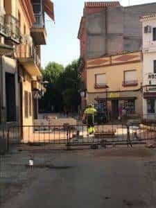 obras avenida y plaza cervantes en herencia fotos dcarrero herencia net 7 225x300 - La nueva Plaza Cervantes de Herencia pronto finalizará sus obras