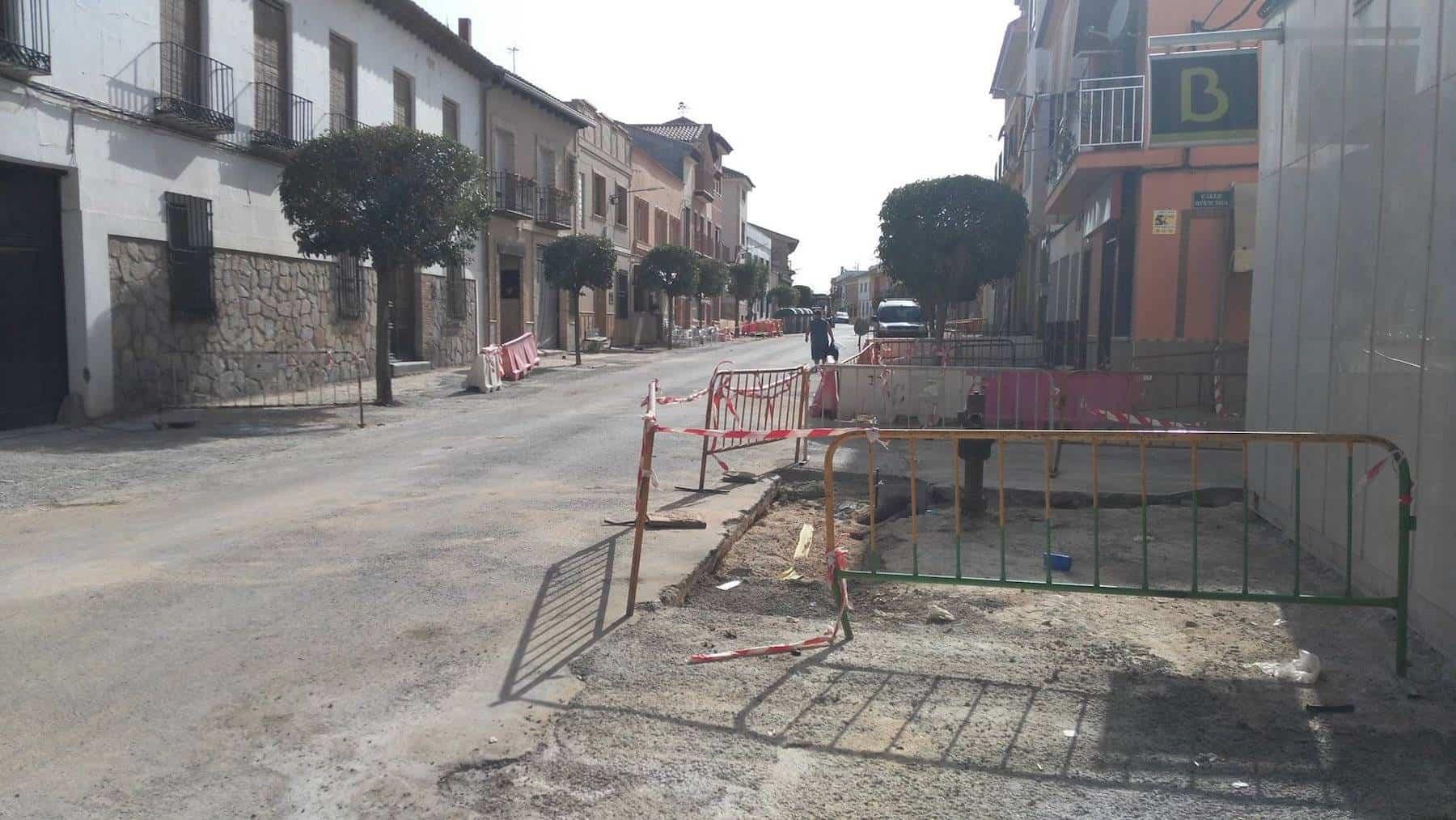 obras de la avenida en herencia - La Plaza Cervantes de Herencia va tomando su nueva forma