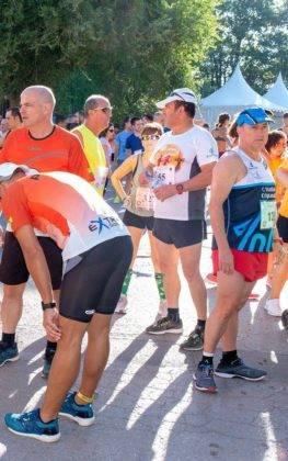 """carrera popular 2018 herencia corredores 16 263x420 - Más de 500 corredores en la 42 Carrera Popular """"Villa de Herencia"""""""