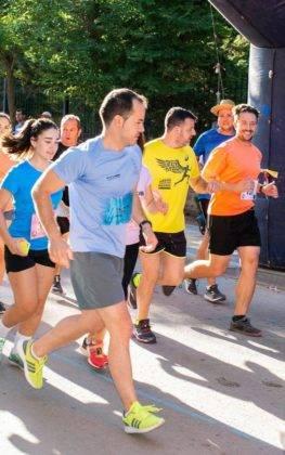 """carrera popular 2018 herencia corredores 25 263x420 - Más de 500 corredores en la 42 Carrera Popular """"Villa de Herencia"""""""