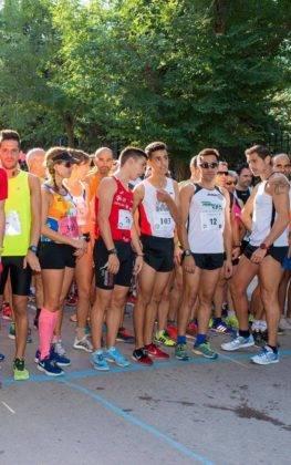 """carrera popular 2018 herencia corredores 26 263x420 - Más de 500 corredores en la 42 Carrera Popular """"Villa de Herencia"""""""
