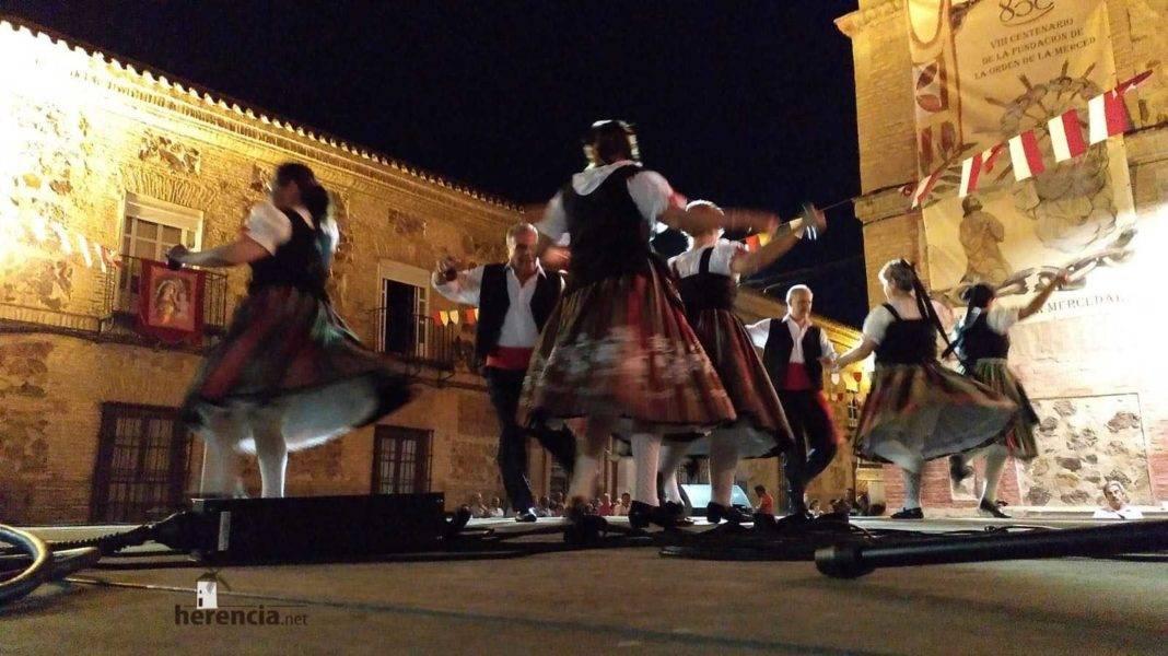 Veteranos de Coros y Danzas en la Feria de Herencia 11