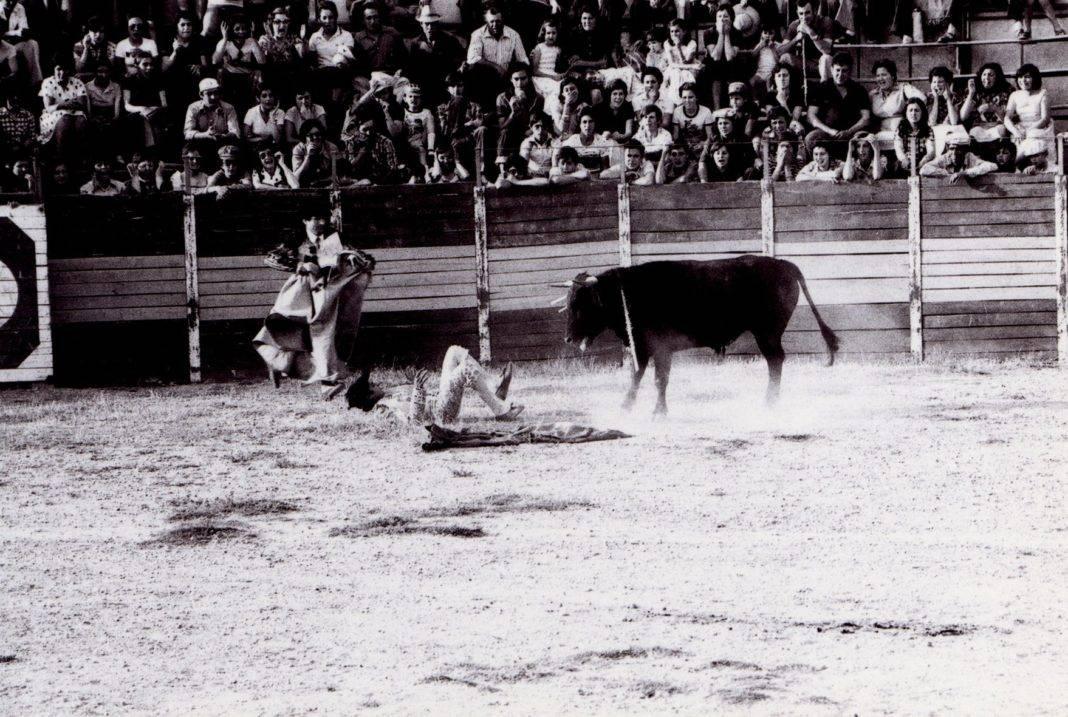 corrida de toros feria 1976 herencia 2 1068x717 - Fotografías antiguas de Carnaval y Feria de Herencia de 1976