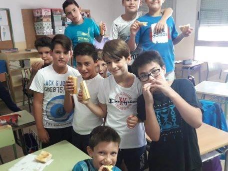 desayuno saludable ceip carrasco alcalde de herencia6 457x343 - Desayuno saludable en el CEIP Carrasco Alcalde