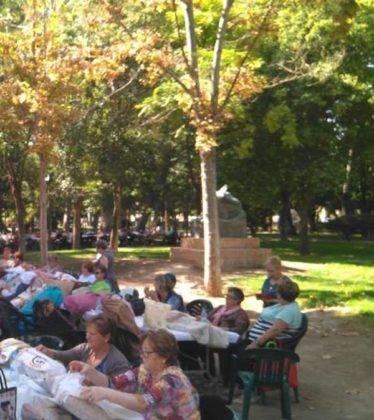 encuentro de encajeras 2018 herencia 10 374x420 - Fotografías del III Encuentro de Encajeras de Herencia