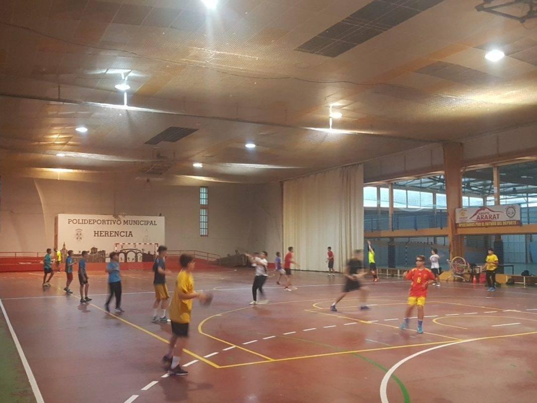 entrenamiento balonmano 1068x801 - Próximos partidos del SMD BM Quijote Herencia en pretemporada