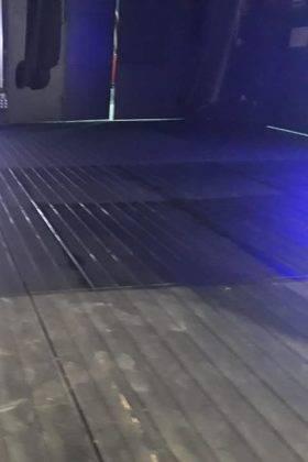 pintando suelo escenario auditorio municipal herencia 7 280x420 - El Auditorio Municipal de Herencia se pone a punto para la nueva temporada