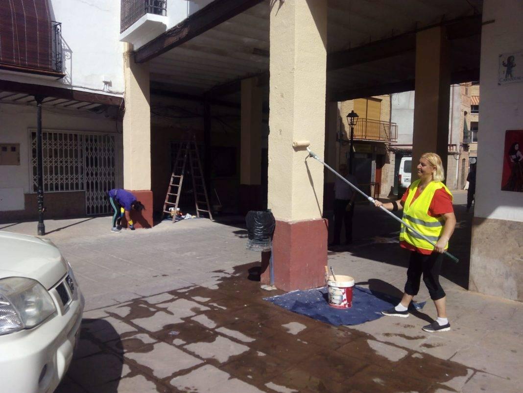 preparando plaza espana herencia para feria fiestas 2018 1068x802 - Mantenimiento y pintura para la Plaza de España antes de Feria y Fiestas