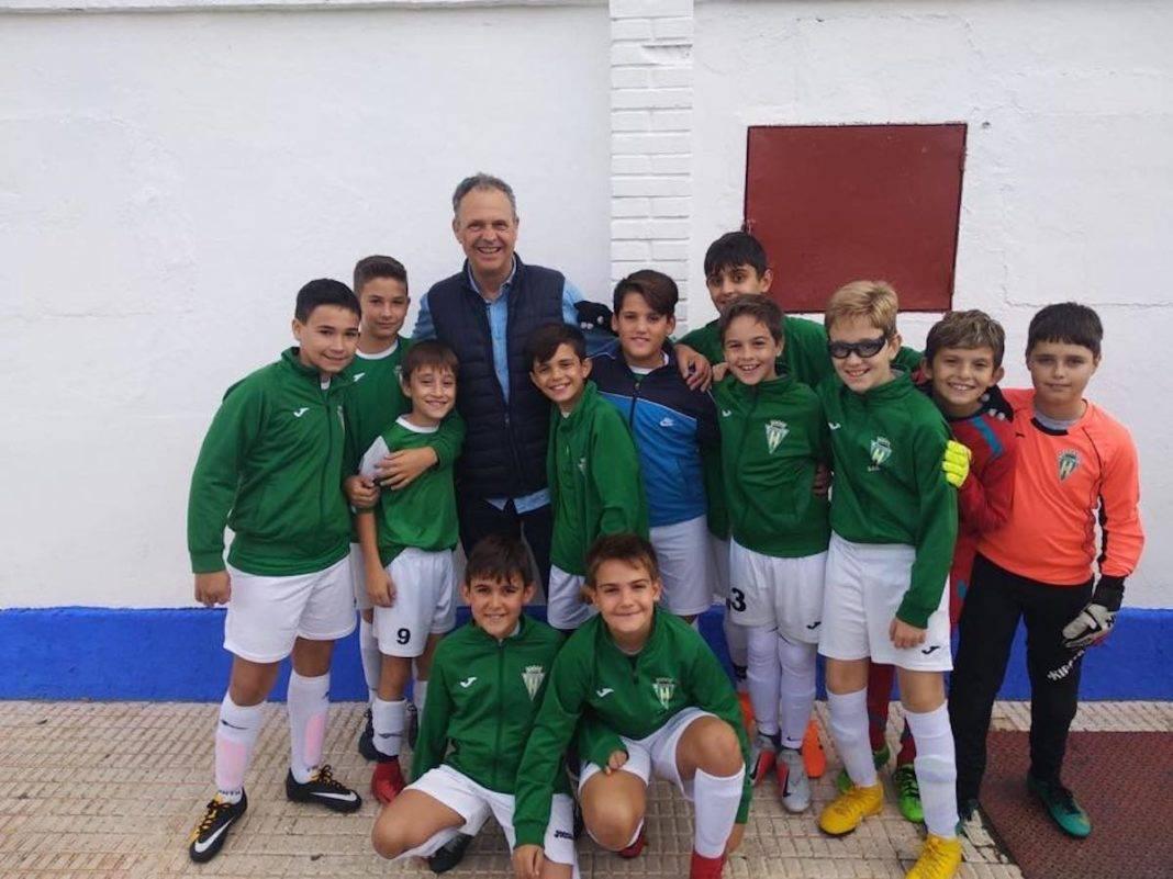 alevin futbol en VIII torneo de futbol regional con joaquin caparros 1068x801 - Herencia en el VIII Torneo Regional de Fútbol-8 Alevín