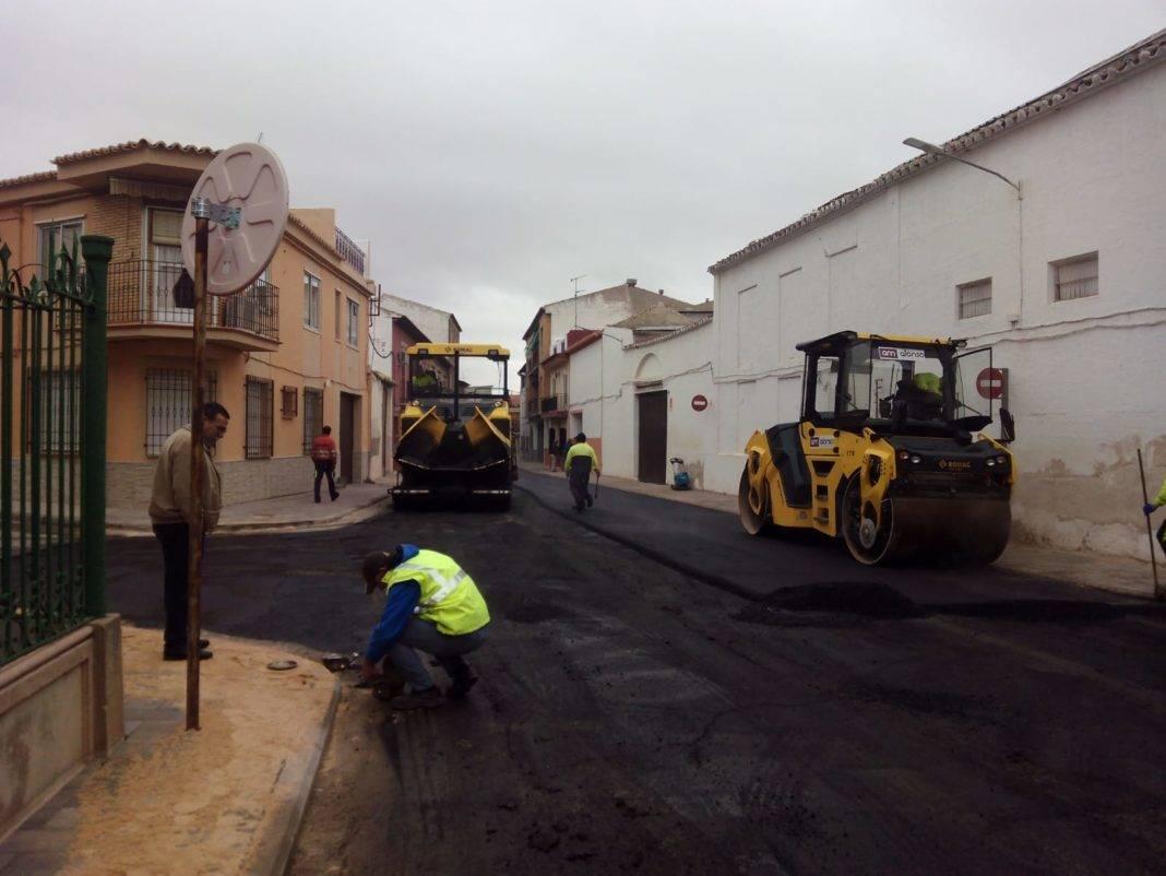 Inicio del asfaltado de calles transversales de la travesía en Herencia 4