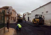 Inicio del asfaltado de calles transversales de la travesía en Herencia