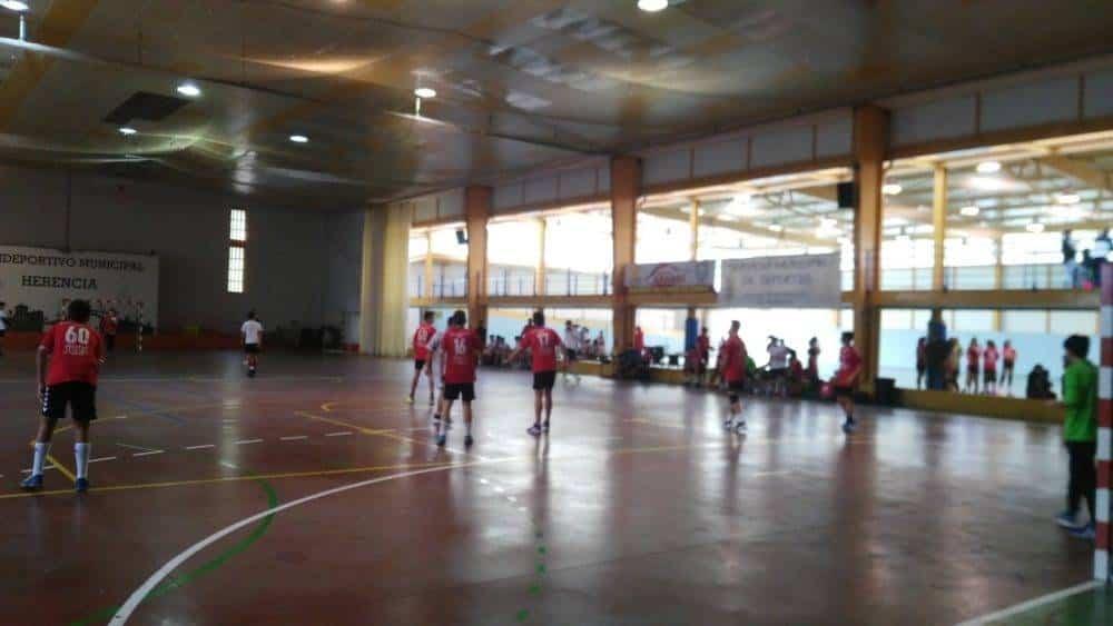 El fútbol y balonmano de las Escuelas Deportivas preparando las competiciones 2