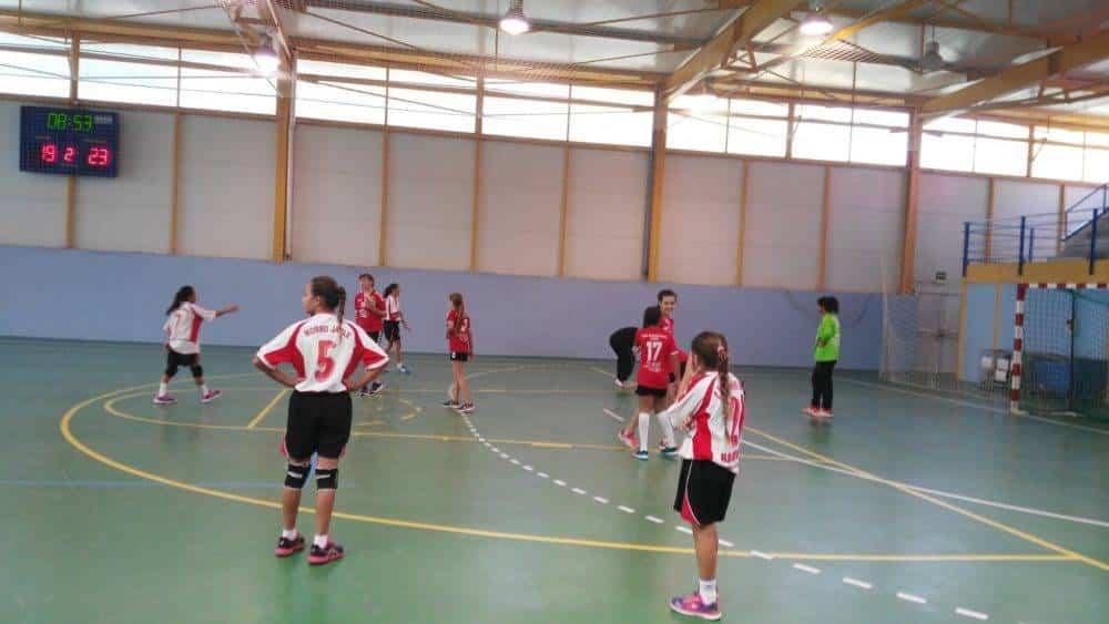 El fútbol y balonmano de las Escuelas Deportivas preparando las competiciones 1