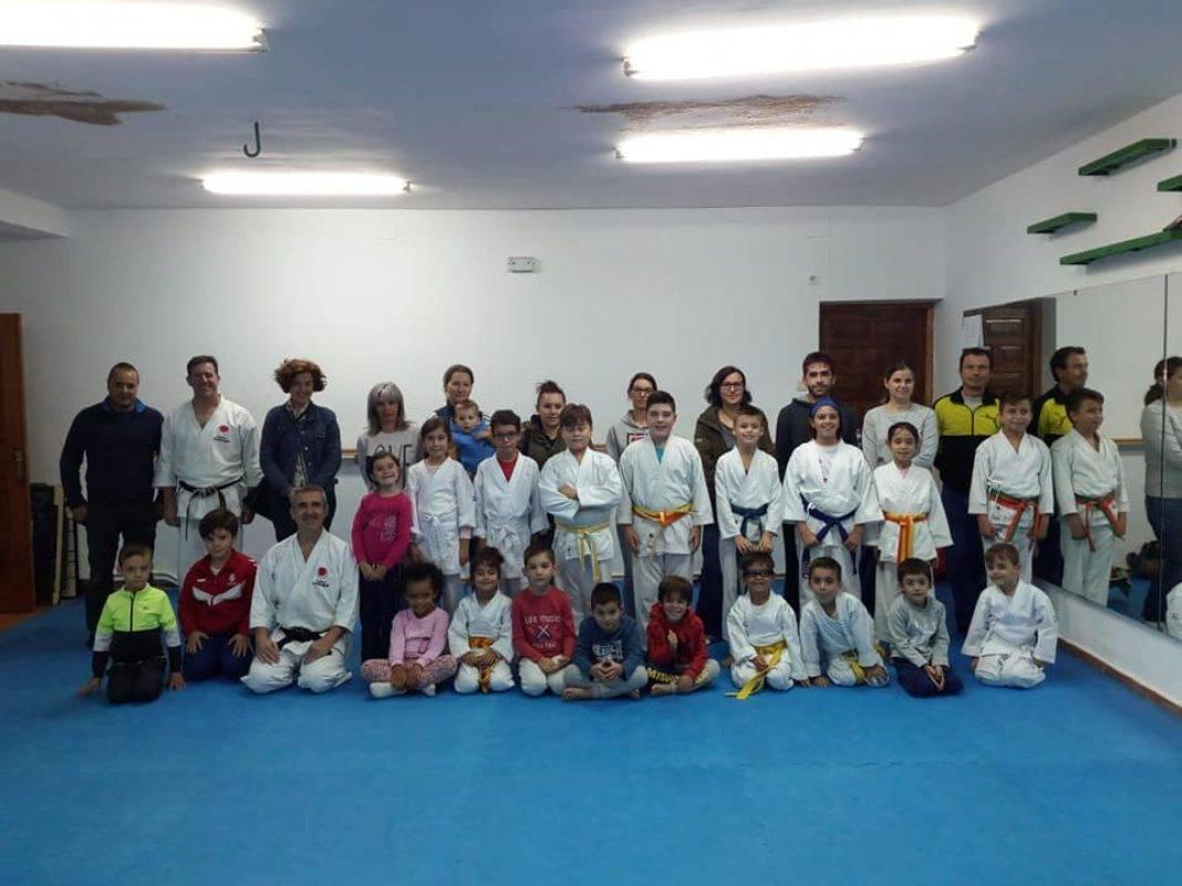 club karate do herencia 1068x801 - Gamito Sensei presente en las jornadas de Club Karate-Do de Herencia