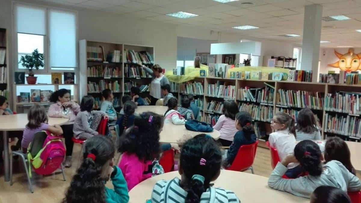 """dia de la biblioteca herencia - Día de la Biblioteca con los participantes del Proyecto Socioeducativo """"Jugar, aprender, convivir"""""""