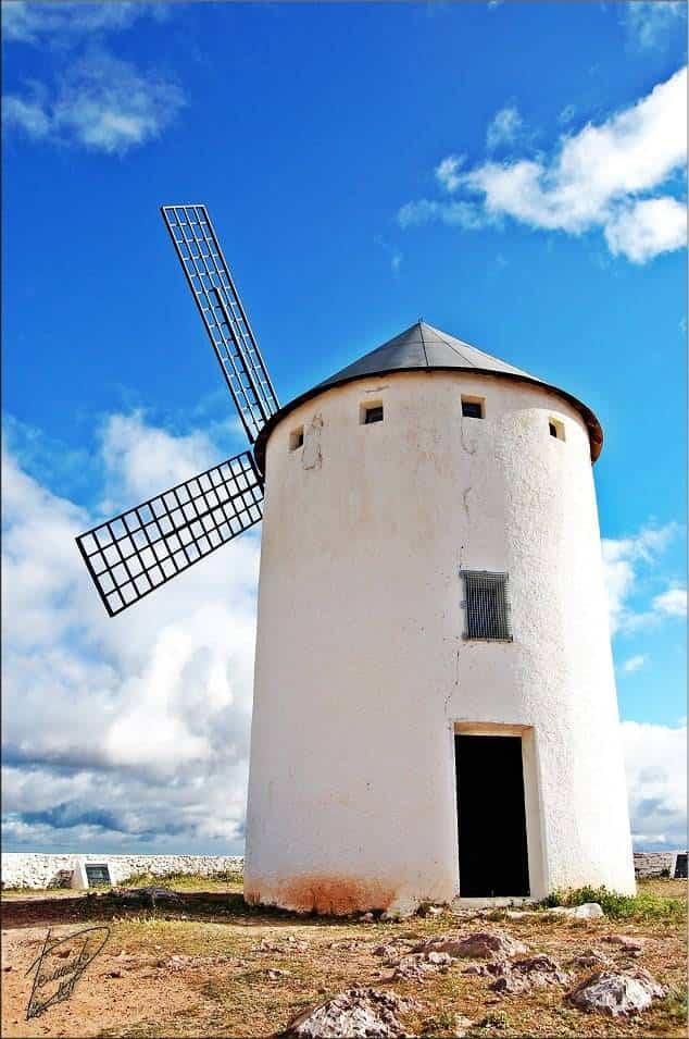 molino de viento de herencia - Patricia Franco anuncia que los molinos de Herencia estarán iluminados durante el mes de mayo