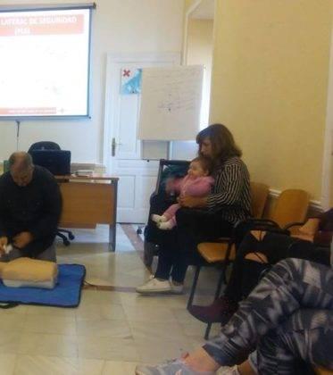 primeros auxilios infancia herencia 3 373x420 - Celebrada una charla de primeros auxilios en la infancia en Herencia