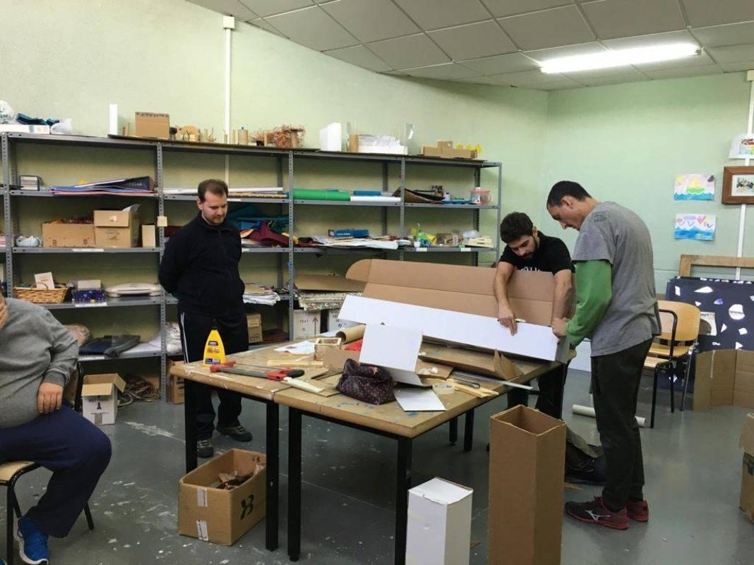 Traza2 imparte un Taller de Mobiliario Reciclado a los usuarios del Picazuelo 13