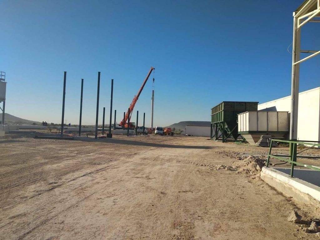 """Construcci%C3%B3n almazara cooperativa Montes Norte - Firmado un convenio con la almazara """"La Encarnación"""" para lograr mejoras sociales"""