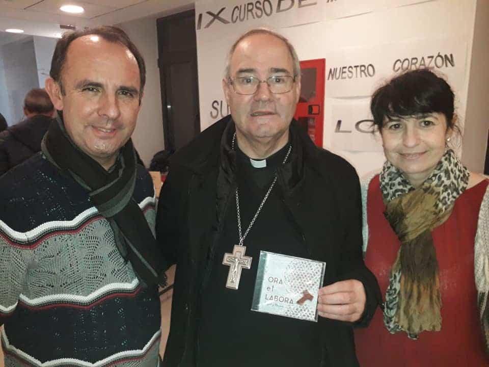 Miguel y MAriavi de Cis Adar con el obispo de Coria Caceres - Concierto de Cis Adar en Puebla de Almoradiel