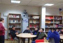 Alumnos del seminario menor mercedario aprenden como funciona la biblioteca