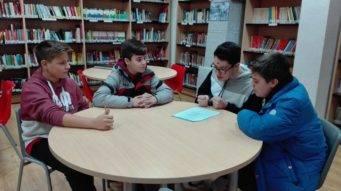 Alumnos del seminario menor mercedario en la biblioteca2