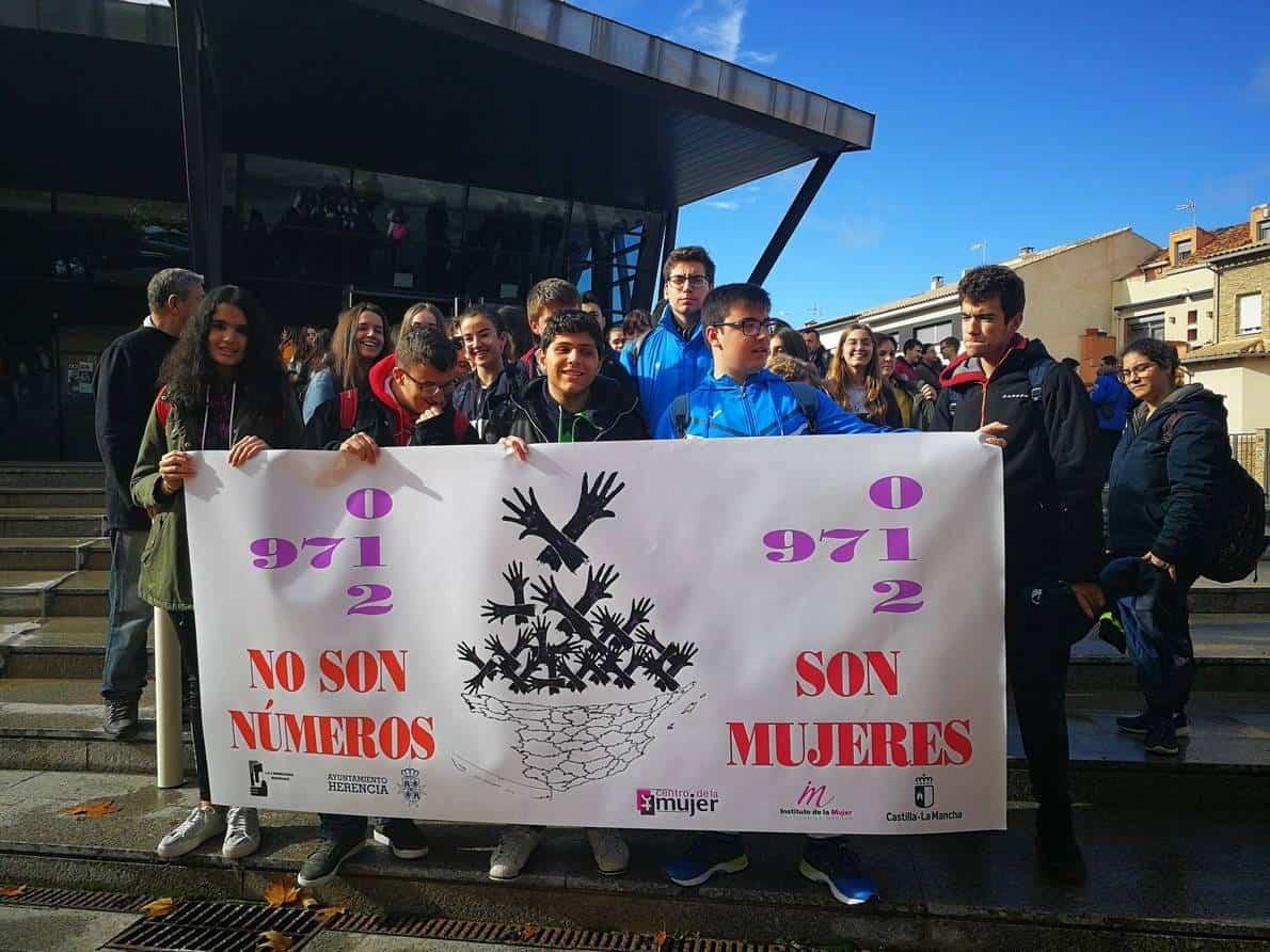 Los centros educativos de Herencia denuncian la violencia de genero - Los centros educativos de Herencia denuncian la violencia de género