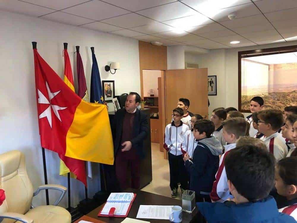 Alumnos del colegio Mercedarias de Herencia visitan el Ayuntamiento de Herencia 1