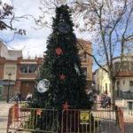 Un gran árbol de navidad en la Plaza Cervantes de Herencia 3