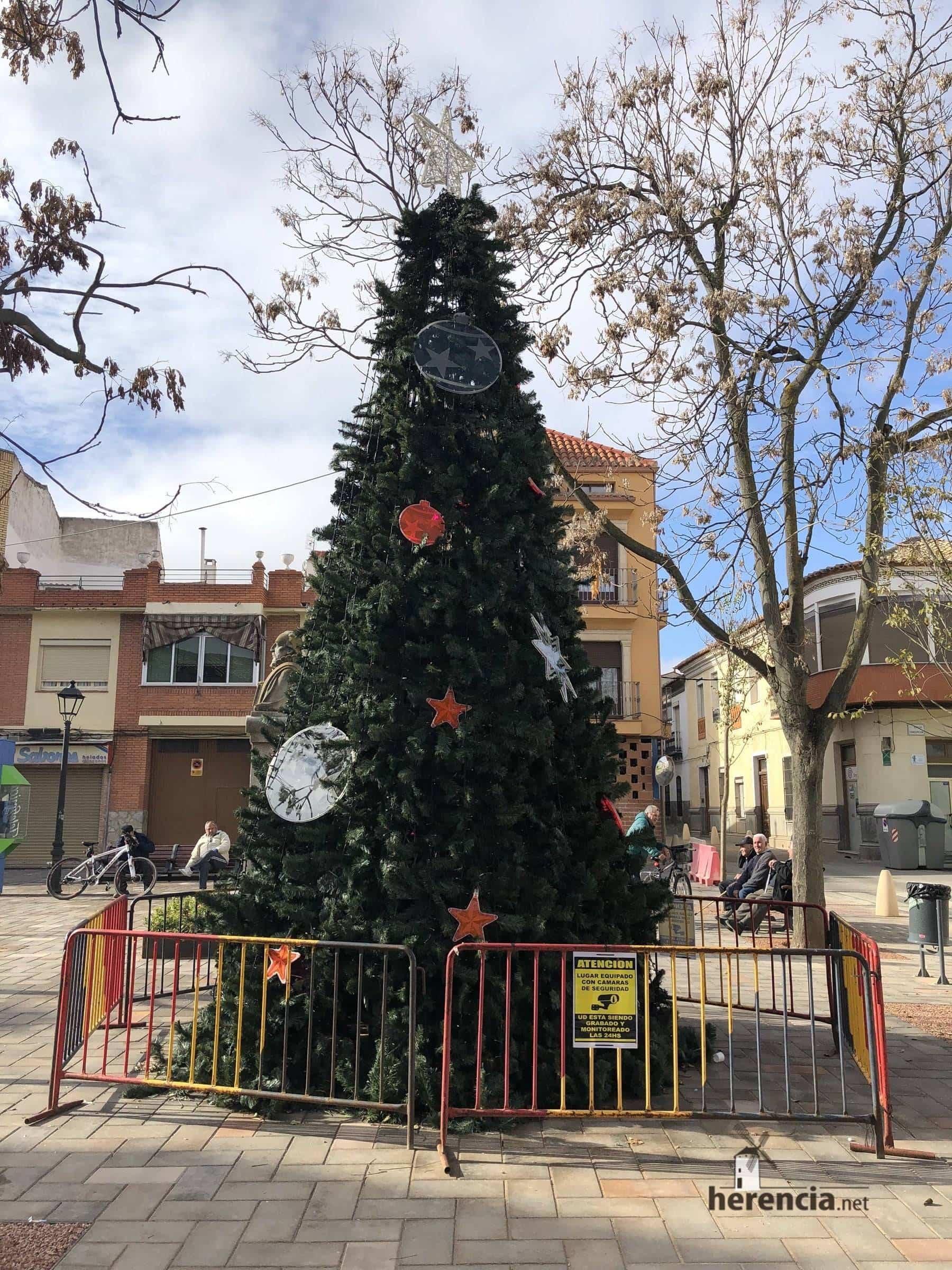 arbol de navidad herencia ciudad real 3 - La programación especial de navidad llena de luz e ilusión Herencia