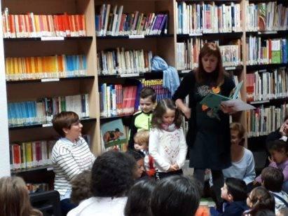 """cuentos pan chocolate biblioteca herencia 6 411x308 - Edición muy especial de """"Cuentos con pan y chocolate"""" en Herencia"""