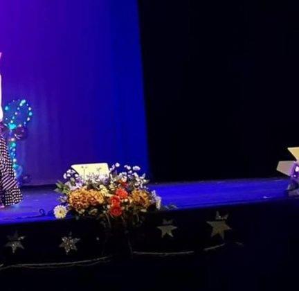 Gala de Navidad de Gimnasia Rítmica, Baile Activo y Danza 1