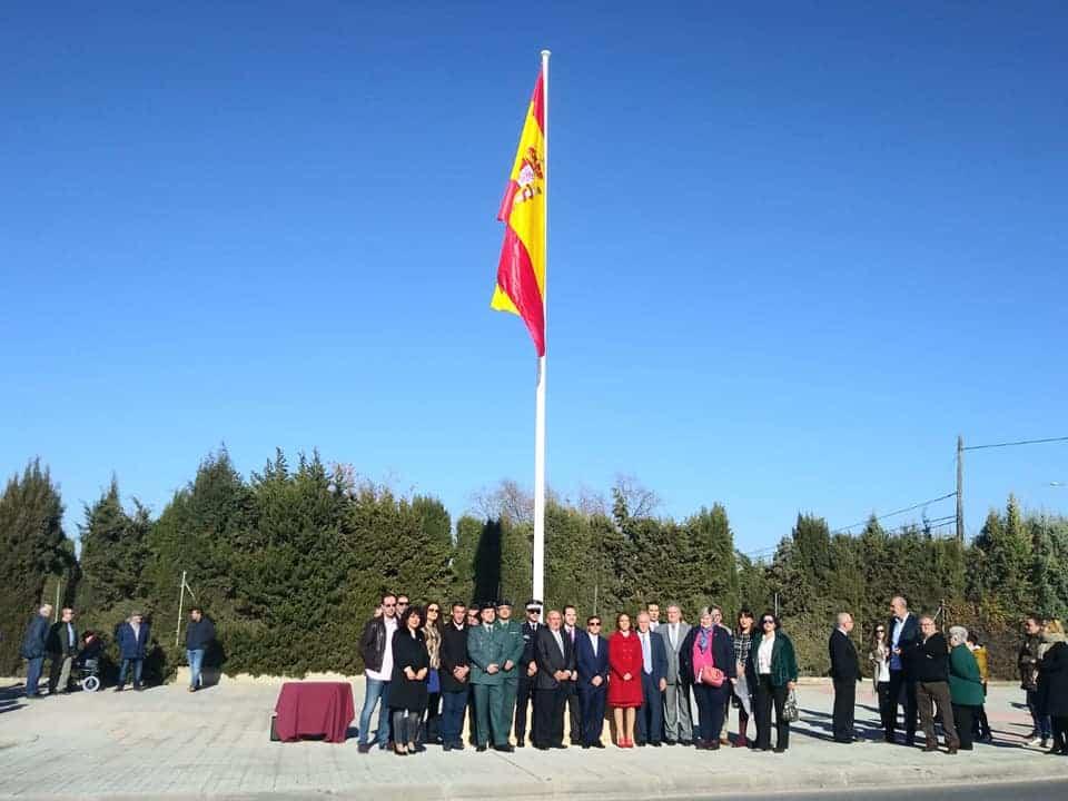 Izada de la bandera de España por los 40 años de la Constitución 2