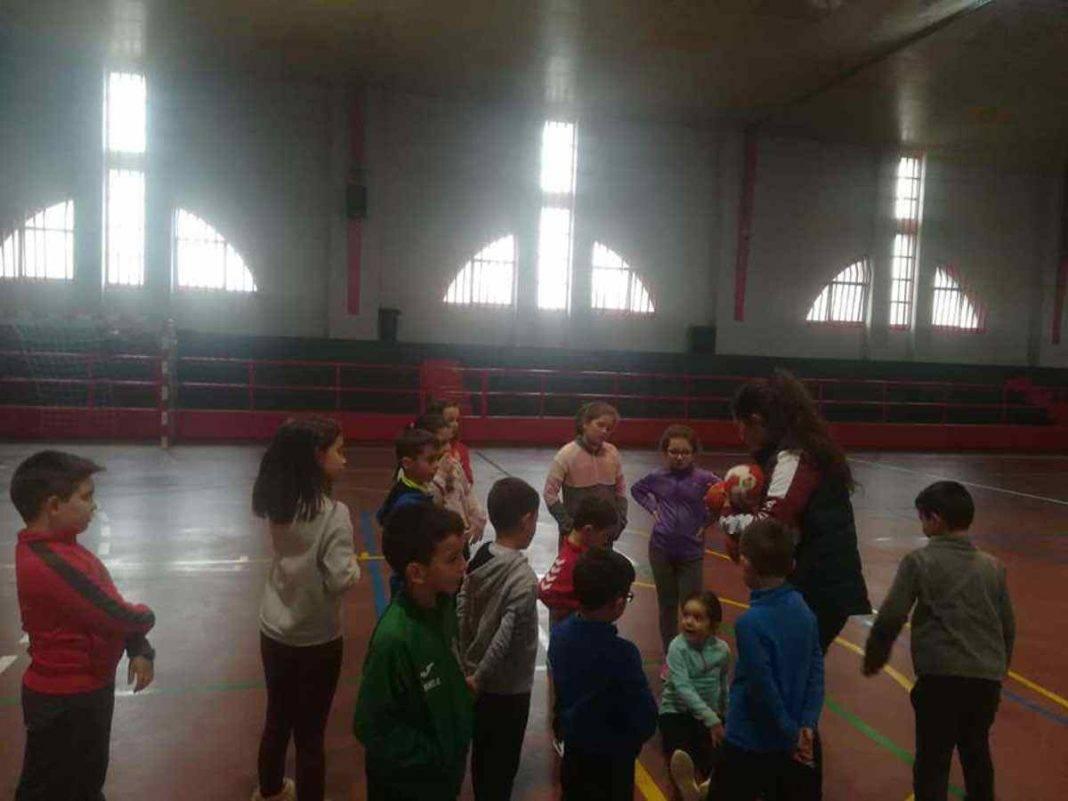 """jugando balonmano herencia navidad 3 1068x801 - Navidades deportivas celebró """"Jugando al Balonmano"""""""