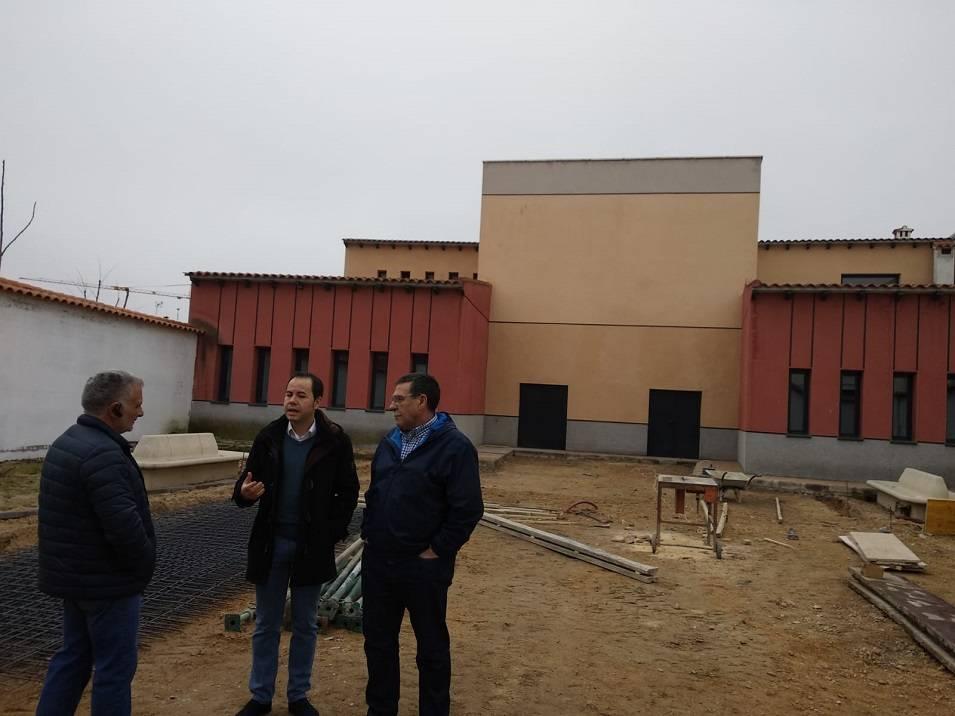 obras patio posterior Escuela de M%C3%BAsica de Herencia - Acometido el acabado del patio posterior al aire libre de la Escuela de Música