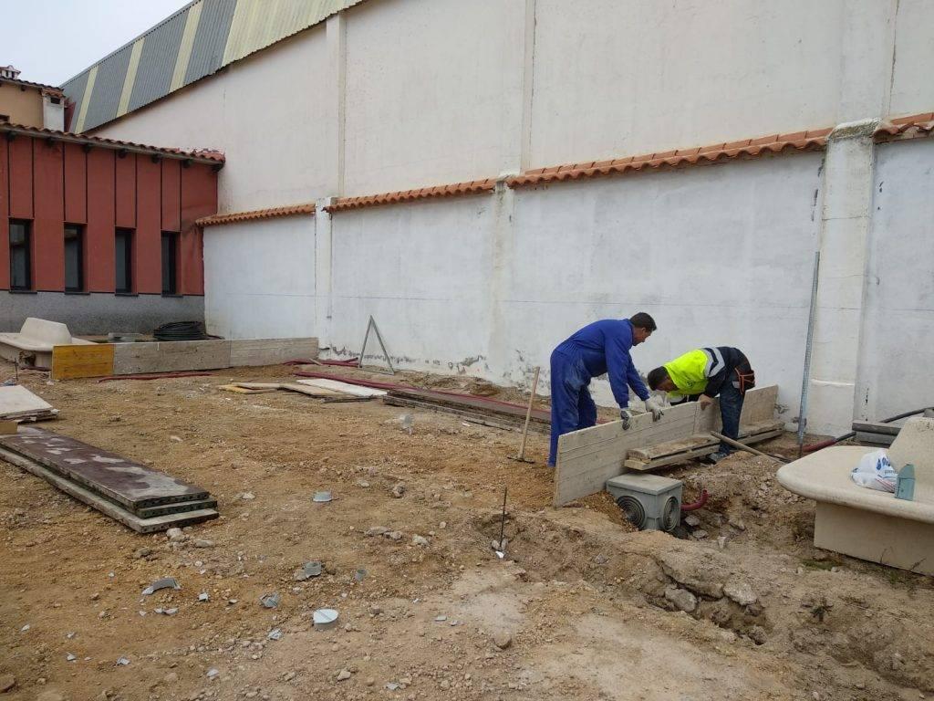 obras patio posterior Escuela de M%C3%BAsica de Herencia1 - Acometido el acabado del patio posterior al aire libre de la Escuela de Música