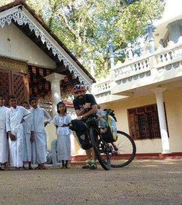 viaje de perle por el mundo elias por Sri Lanka 34 373x420 - Perlé, por avatares del destino, recorriendo la isla de Ceilán.
