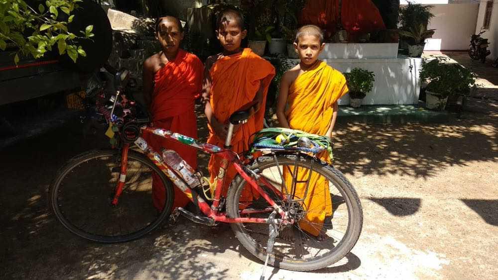 viaje de perle por el mundo elias por Sri Lanka 66 - Perlé, por avatares del destino, recorriendo la isla de Ceilán.