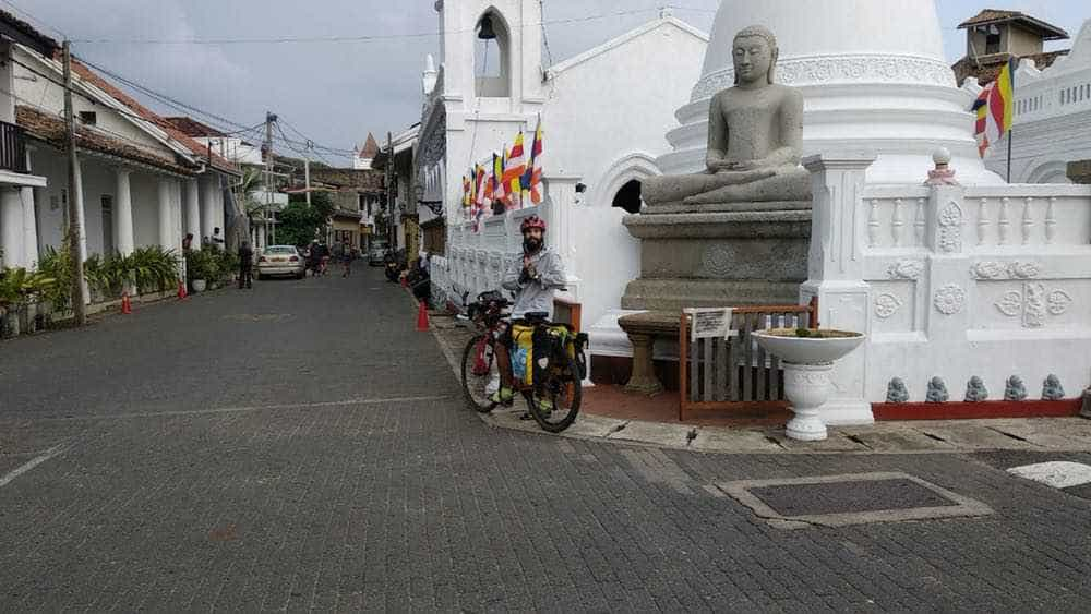 viaje de perle por el mundo elias por Sri Lanka 83 - Perlé, por avatares del destino, recorriendo la isla de Ceilán.