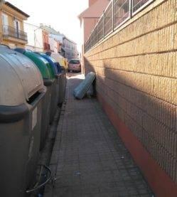 basura en las calles de herencia ciudad real 2 249x277 - La vía pública no es para dejar colchones o muebles, campaña Cuida tu Herencia