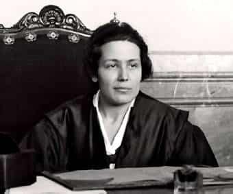Elvira Fernández-Almoguera Casas, primera fiscal en la historia de España 78