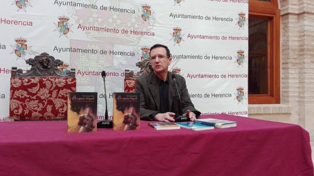escritor martin casariego 1068x599 - Celebrado un encuentro con el escritor Martín Casariego