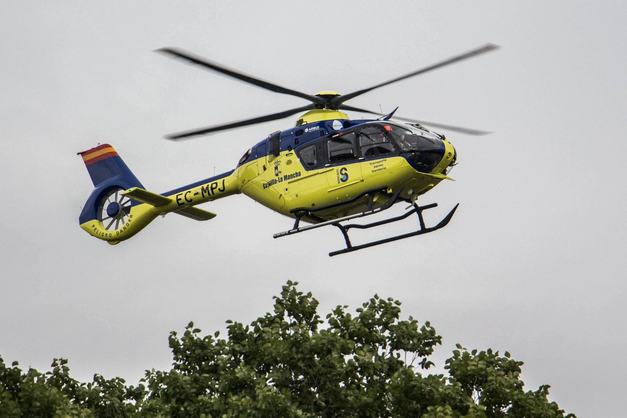 helicoptero medicalizado sescam clm - Accidente laboral en la Calle Calderón de la Barca de Herencia