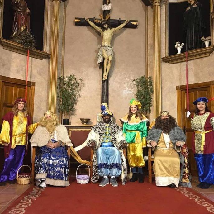 reyes magos en herencia 687x687 - SSMM Los Reyes Magos visitaron Herencia para recoger cartas