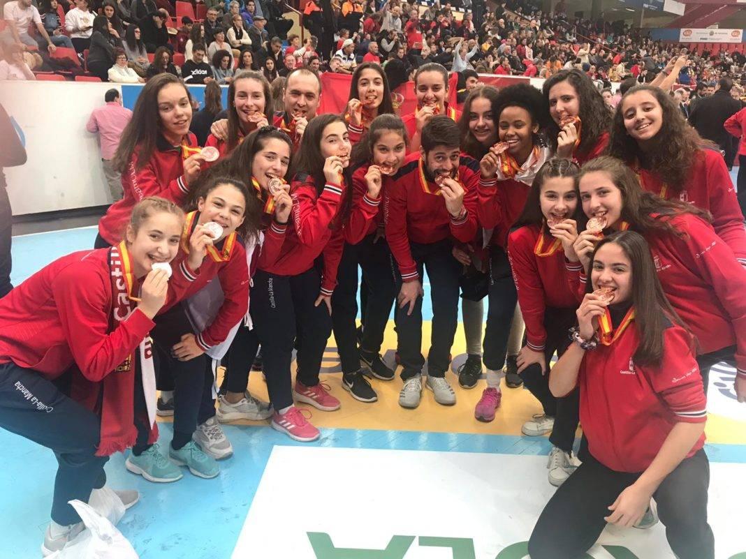 seleccion femenina infantil balonmano castilla la mancha 1068x801 - Enhorabuena a los herencianos por sus éxitos en la Copa de España de balonmano