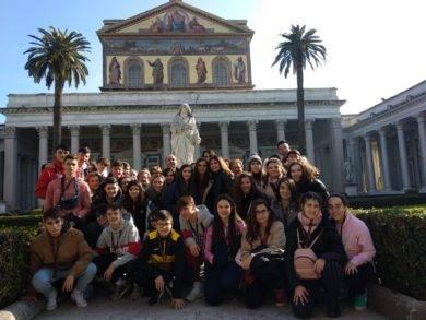 Viaje a Roma del departamento de religión del IES Hermógenes Rodríguez de Herencia01 390x293 - Alumnos y alumnas de religión del IES Hermógenes Rodríguez viajan a Roma