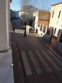 arde contenedor en calle gomez montalban herencia 0005