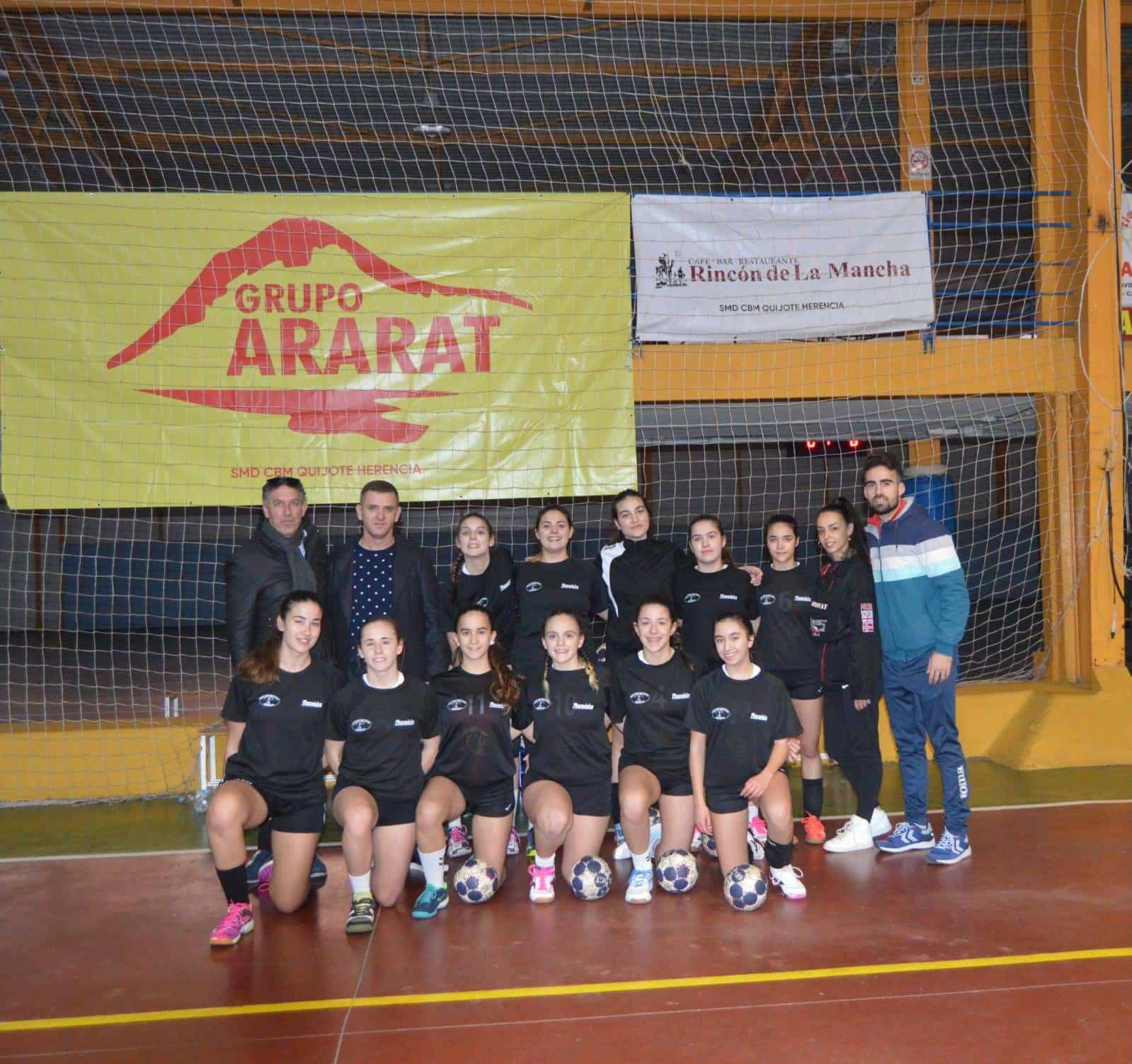El club balonmano SMD Quijote Herencia renueva su acuerdo de patrocinio con el grupo Ararat 5